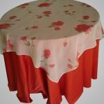Sobre Toalha de Voil com Flores Vermelhas